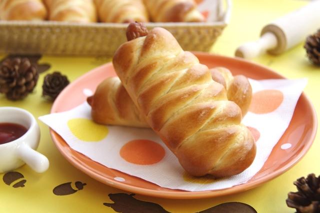 オーブンレシピ】手作り「あみあみウインナーパン」