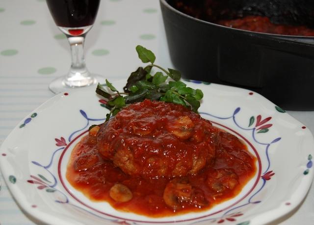 煮込み ハンバーグ トマト ソース