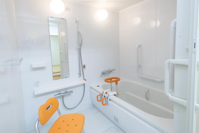 補助つきの浴室