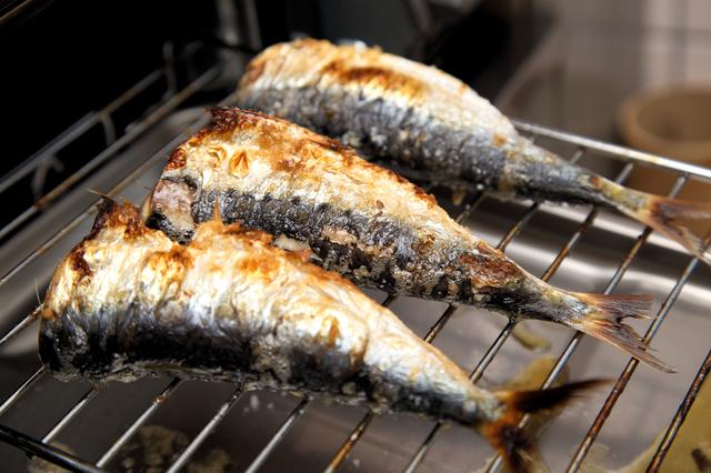 グリルで焼いた魚の半身