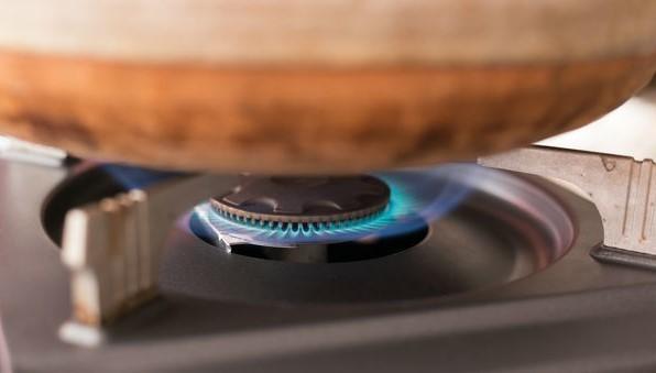 土鍋を火にかける
