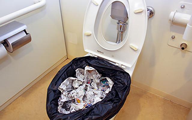 ポリ袋と新聞紙で簡易トイレ