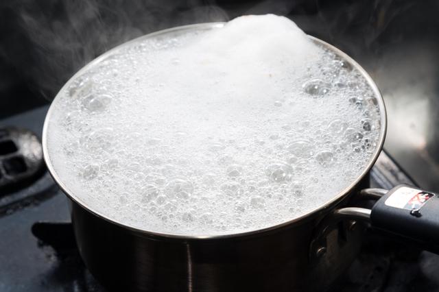 吹きこぼれそうな鍋