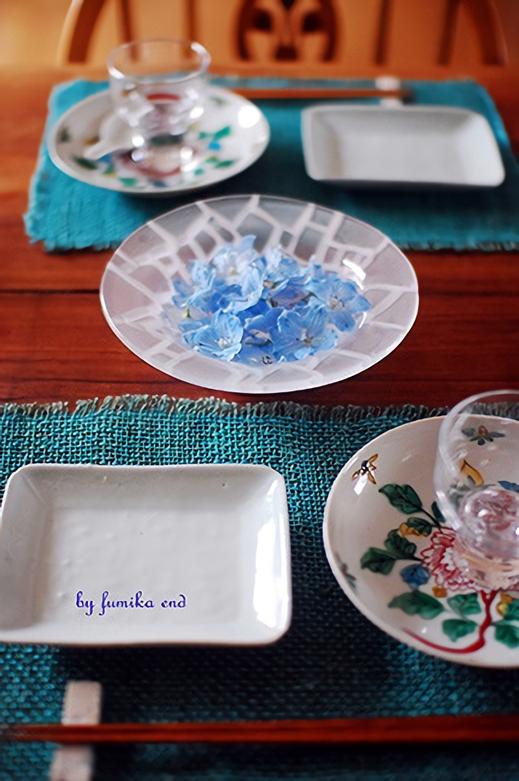花でテーブルを飾る