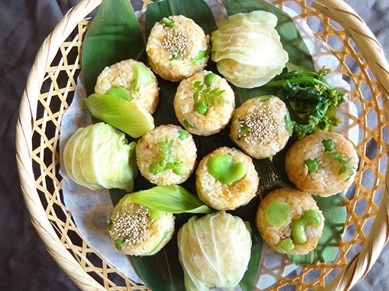 「土鍋で新にんじんと桜海老の炊きこみごはん」