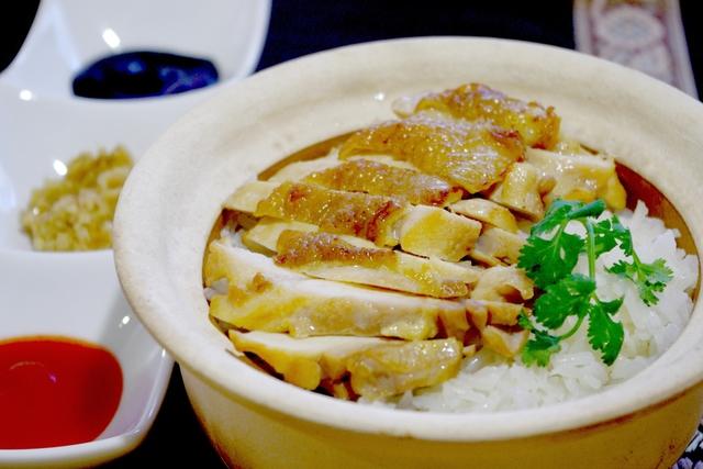 本場・海南鶏飯(ハイナンチーファン)より美味しい!)炊き込みチキンライス