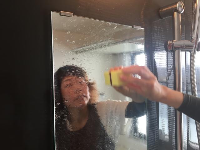 鏡のウロコ状の水アカ