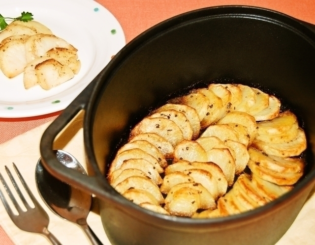 「ジャガイモのアンチョビバター焼き」