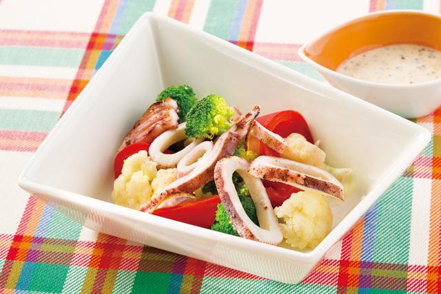 焼きイカと温野菜のサラダ