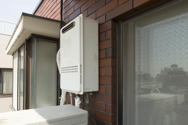 屋外に設置されている給湯器