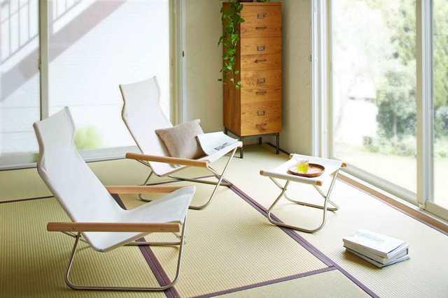 折りたためる椅子のある畳の部屋