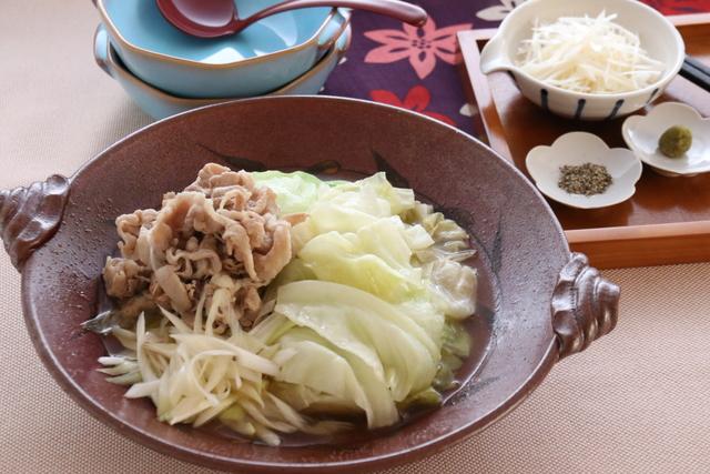 キャベツと豚バラ肉のごま塩鍋
