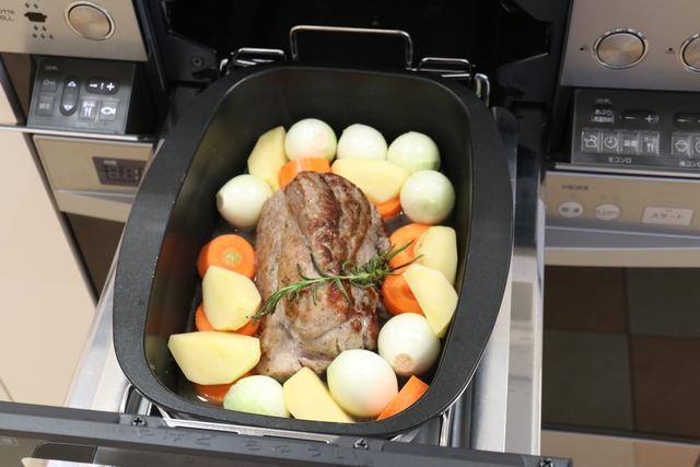 ダッチオーブンで加熱する
