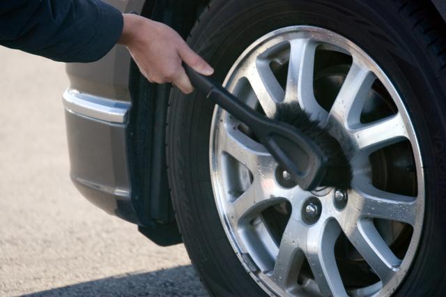 タイヤ掃除のブラシ