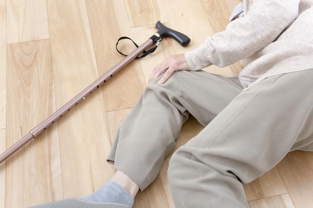 転倒した高齢者