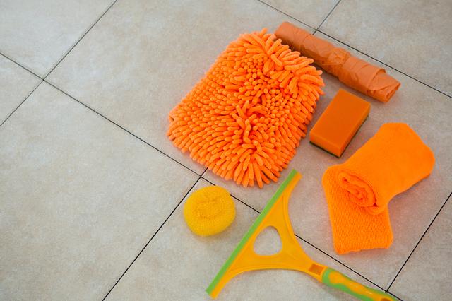 オレンジ色の掃除道具