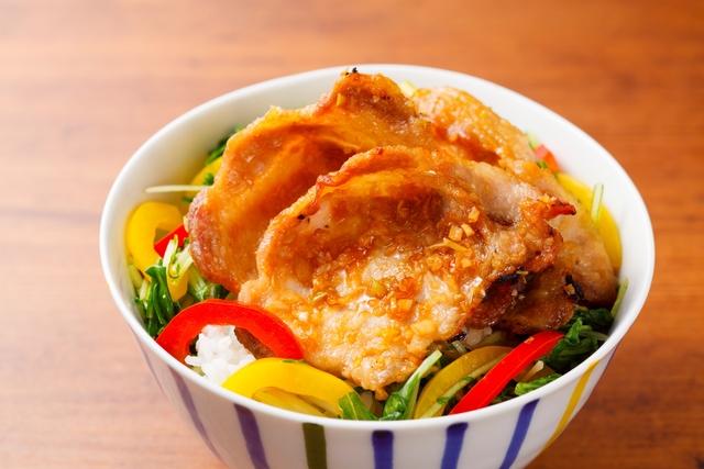 豚カラ風丼