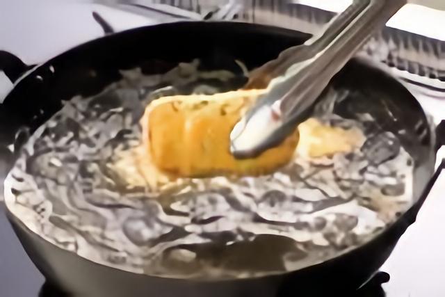 ランチョンミートを揚げる
