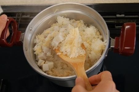 炊きあがった、帆立と里芋の炊き込みご飯