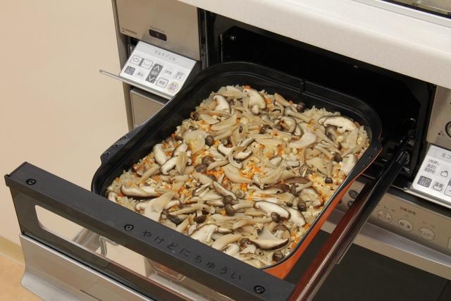 マルチグリルで炊き込みご飯を作る