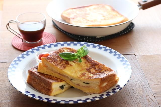 「モッツァレラチーズのフレンチトースト」
