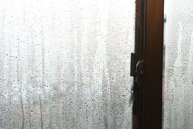 結露ができた窓