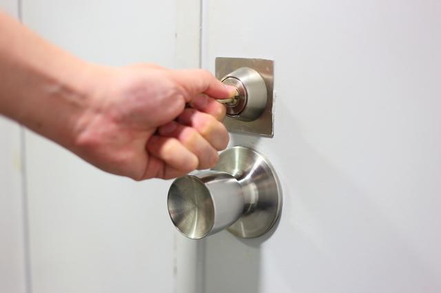鍵をしめる