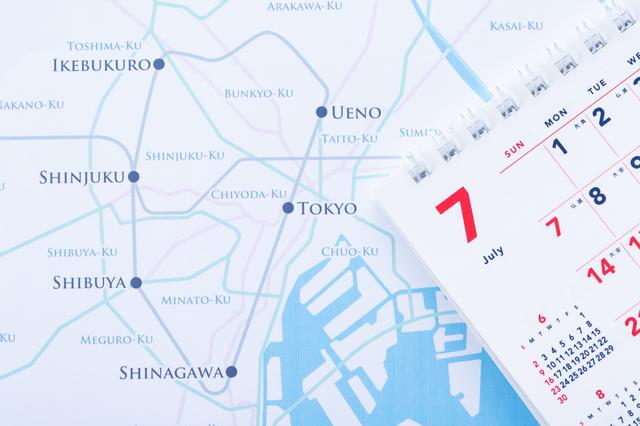 カレンダーと東京の地図