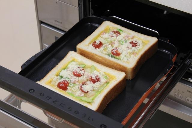 卵液を入れてチーズをふる
