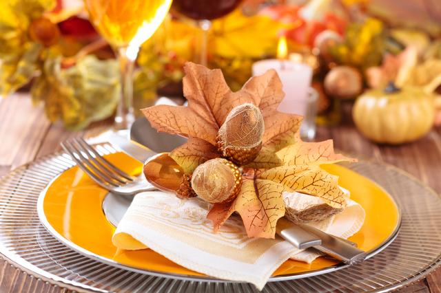 落ち葉のテーブルコーディネート