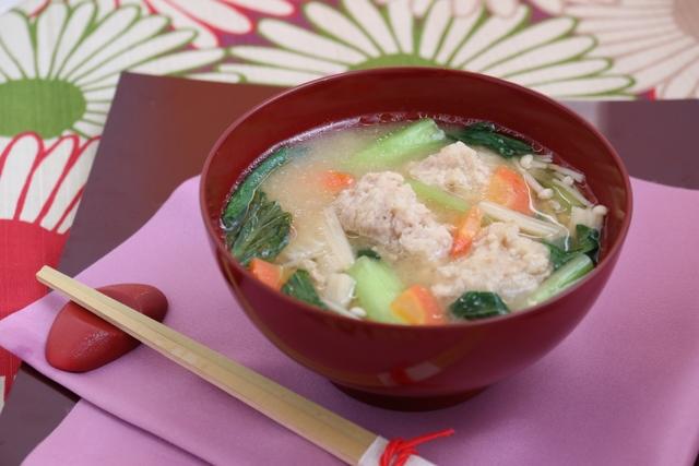 えのき入り鶏団子と小松菜の味噌汁