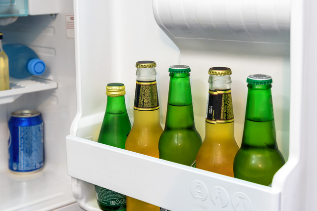 冷蔵庫のドアポケットに収納したビール