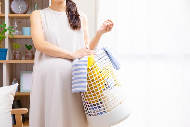 選択物を持つ妊婦