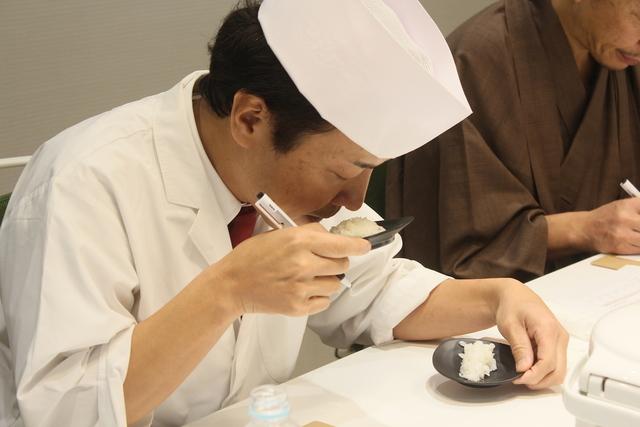 食のプロによるお米審査の様子