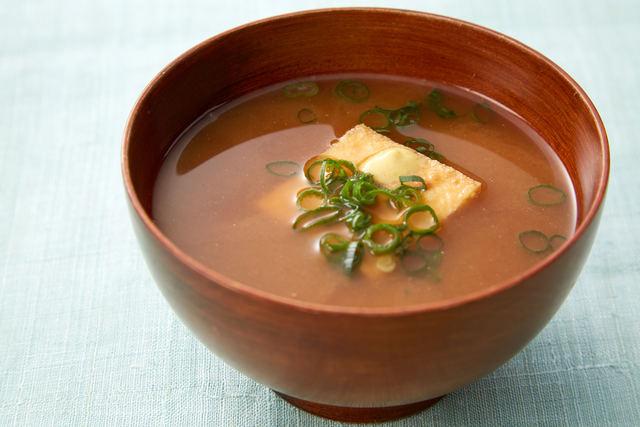 絹揚げと青葱の合わせ味噌汁