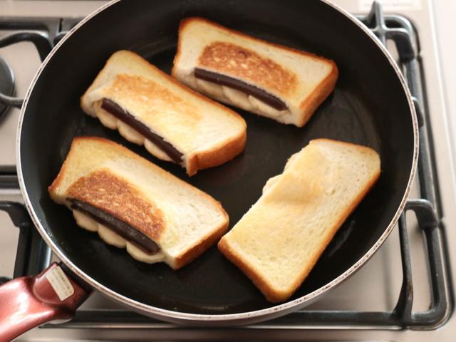 フライパンで焼色がつくまで両面焼く