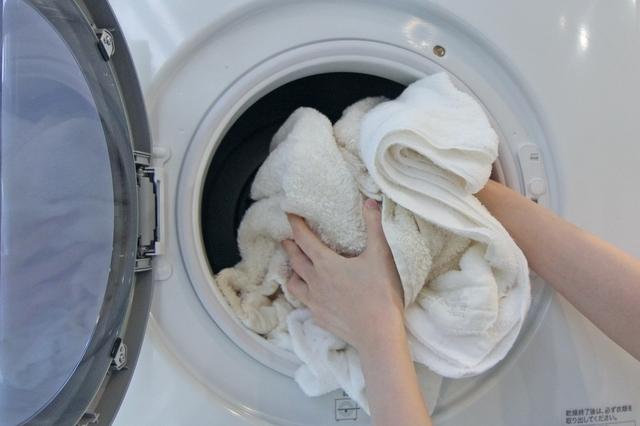 乾太くんにタオルを入れる