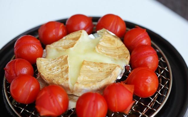 カマンベールとプチトマトの燻製