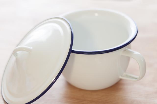 琺瑯のカップ