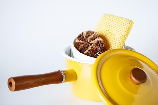 琺瑯の鍋と食器洗い