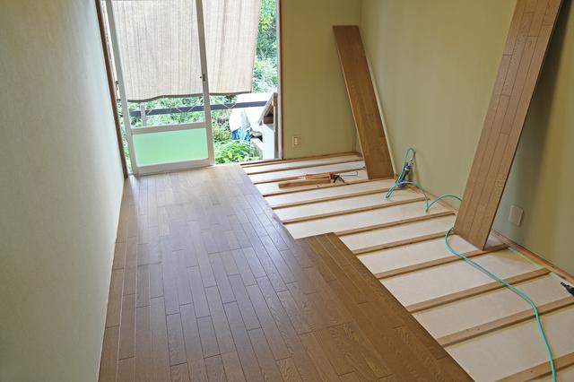 床を貼り付ける