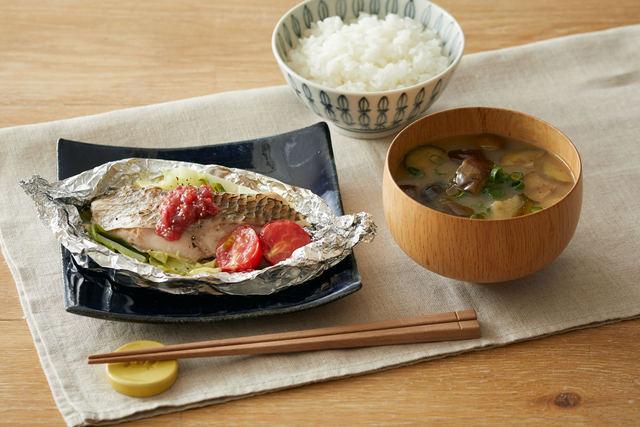 白身魚のホイル焼き梅ソースと揚げナスのお味噌汁