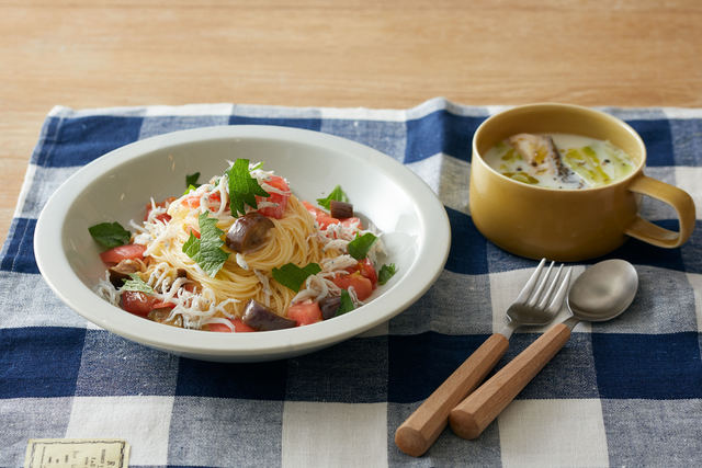 フレッシュトマトとシラスの冷製パスタと魚とキャベツのミルクスープ