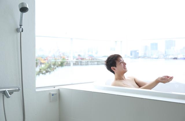 入浴する人