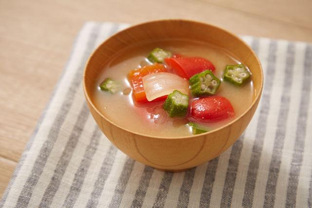 夏野菜のコクうま味噌汁
