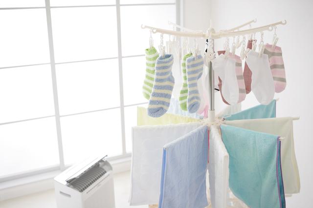除湿機と洗濯物