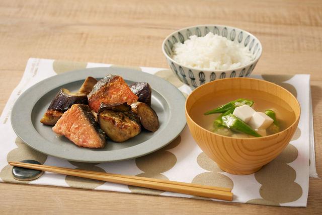「鮭となすのレモンバター醤油」と「豆腐とオクラの簡単お吸い物」