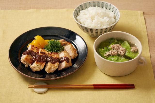 「ヨーグルト鶏の万能味噌のせ」と「ひき肉とレタスのスープ」