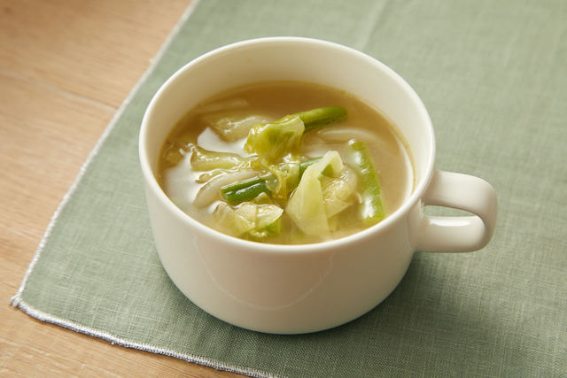 キャベツとインゲンのコンソメスープ