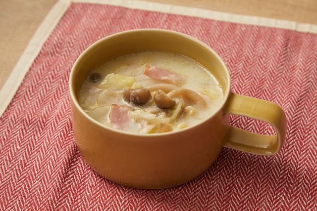 たっぷり白菜とキノコの豆乳スープ
